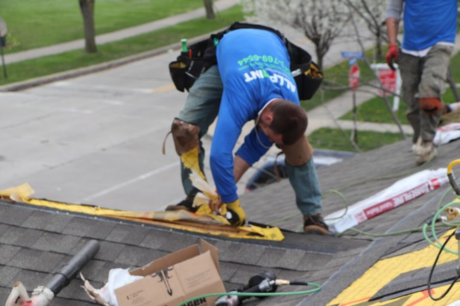 5 Ways a New Roof in Taylor Michigan Can Affect Your Home's Value